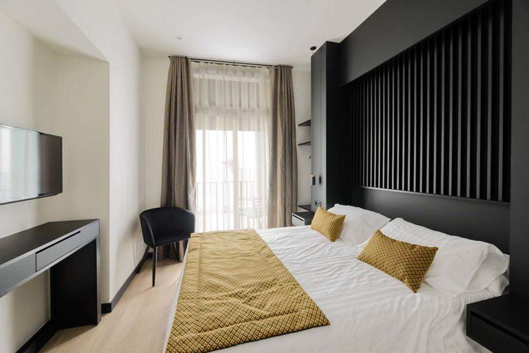 02 - Balcony Room