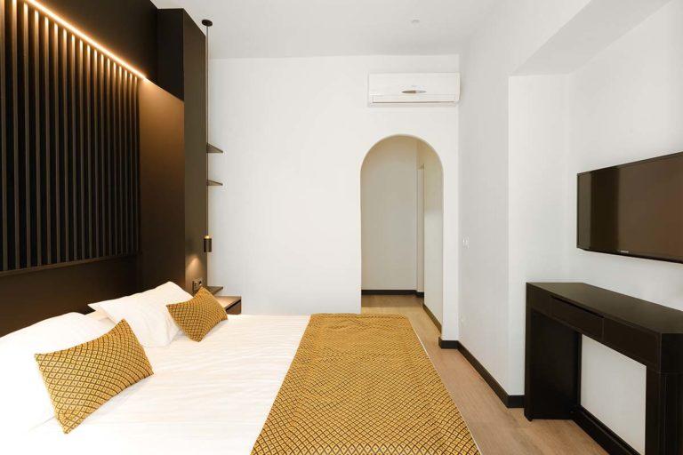 03 - Balcony Room